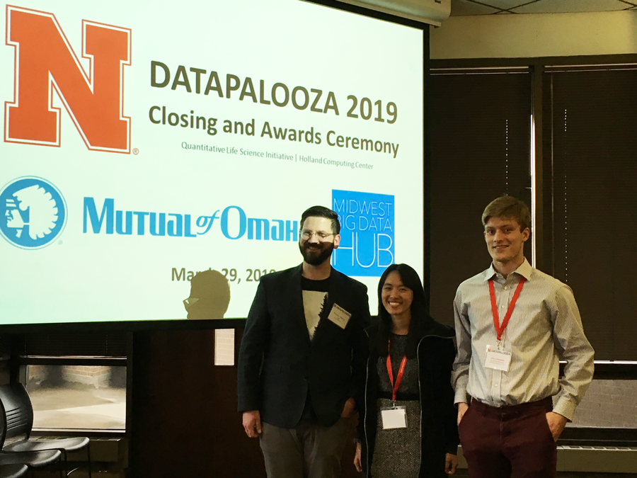 CSE students Annie Hua and Alec Schneider at the Datapalooza competition.